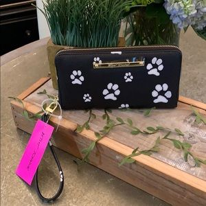 BETSEY JOHNSON BLACK PAW PRINT WRISTLET/WALLET